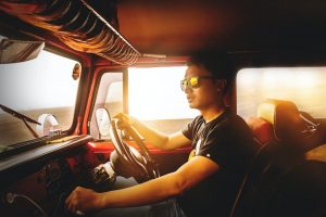 Het belang van onderwijs in vrachtwagen rijden